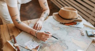 How to Pay a Student Loan While Traveling